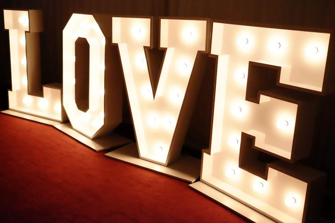 Stunning love letters for weddings love letter hire for Giant letters for wedding